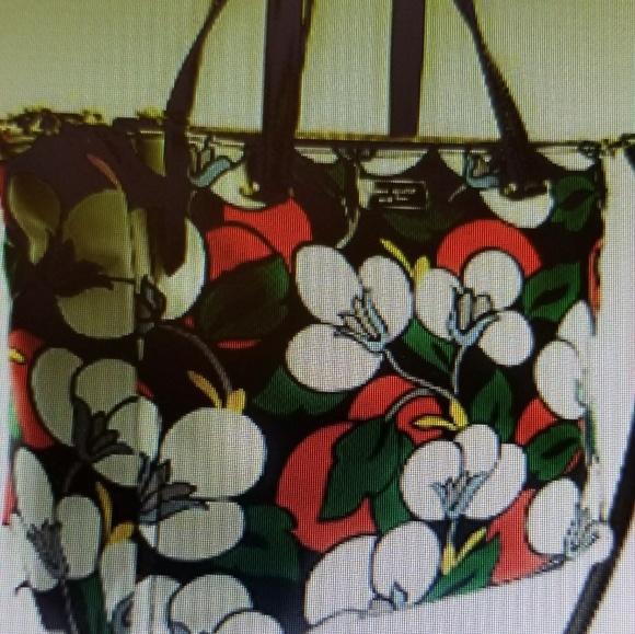 Kate Spade Handbags - Kate Spade bag. Medium size.
